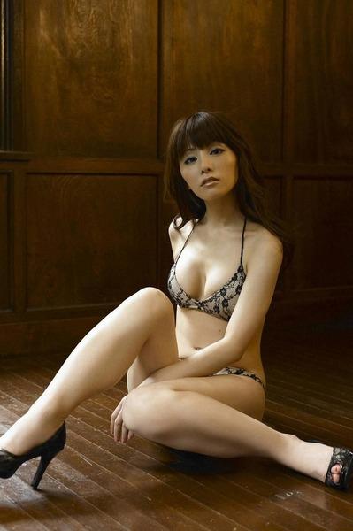 【美人】日本美女厨神爆乳内衣写真