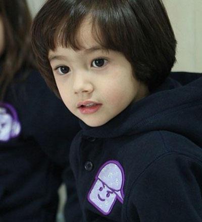 韩国混血小正太; [内涵] 喜欢亲亲的韩国混血小王子《丹尼尔》;; 韩国